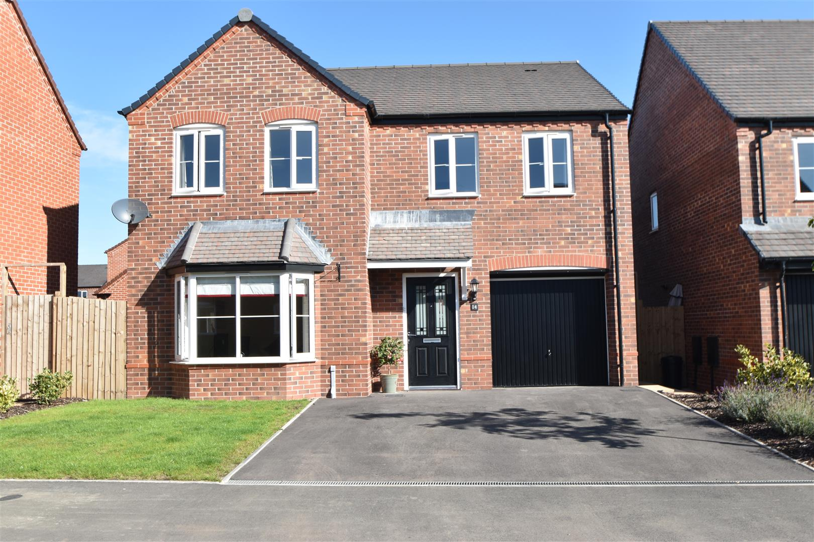 4 Bedrooms Detached House for sale in Minerva Crescent, Kempsey, Worcester